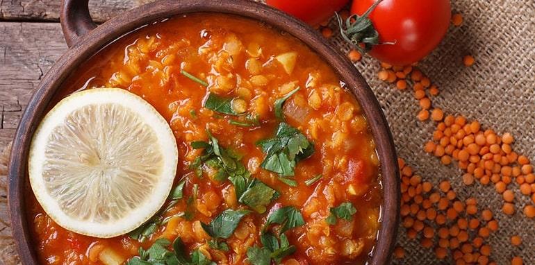 Чечевичный суп с томатами – пальчики оближешь
