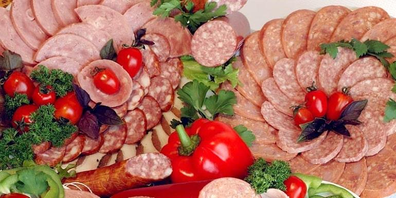 Для чего нужна нитритная соль в колбасе?