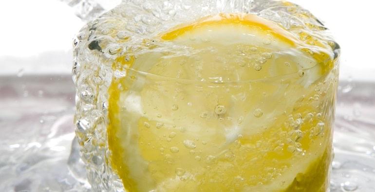 Для чего пить воду при похудении и сколько?