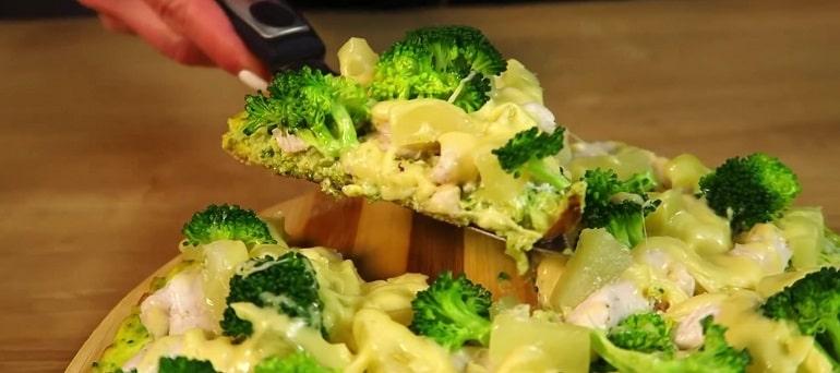 Запеканка из курицы с брокколи и сыром с ананасами
