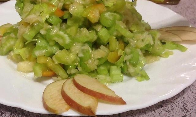 Простые и вкусные салаты из стеблей сельдерея