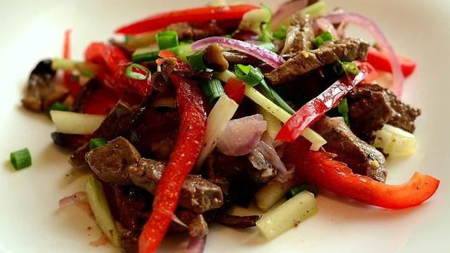 Салат с печенью и грибами: рецепт с фото