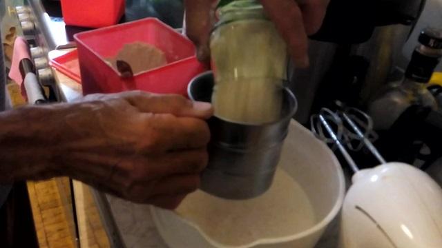 Пирог с брусникой на кефире в духовке «Трухлявый пень»